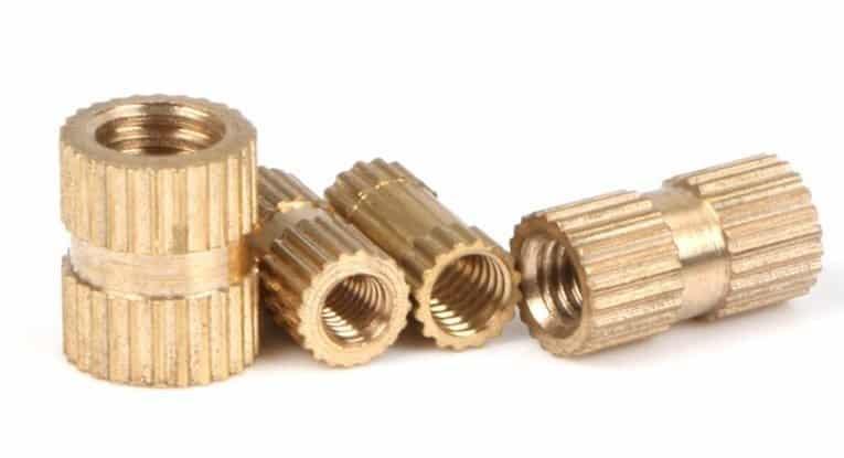 מחברים איכותיים במיוחד עשויים פליז, בכמויות גדולות במיוחד (50 יחידות ו100 יחידות) ובגדלים שונים.