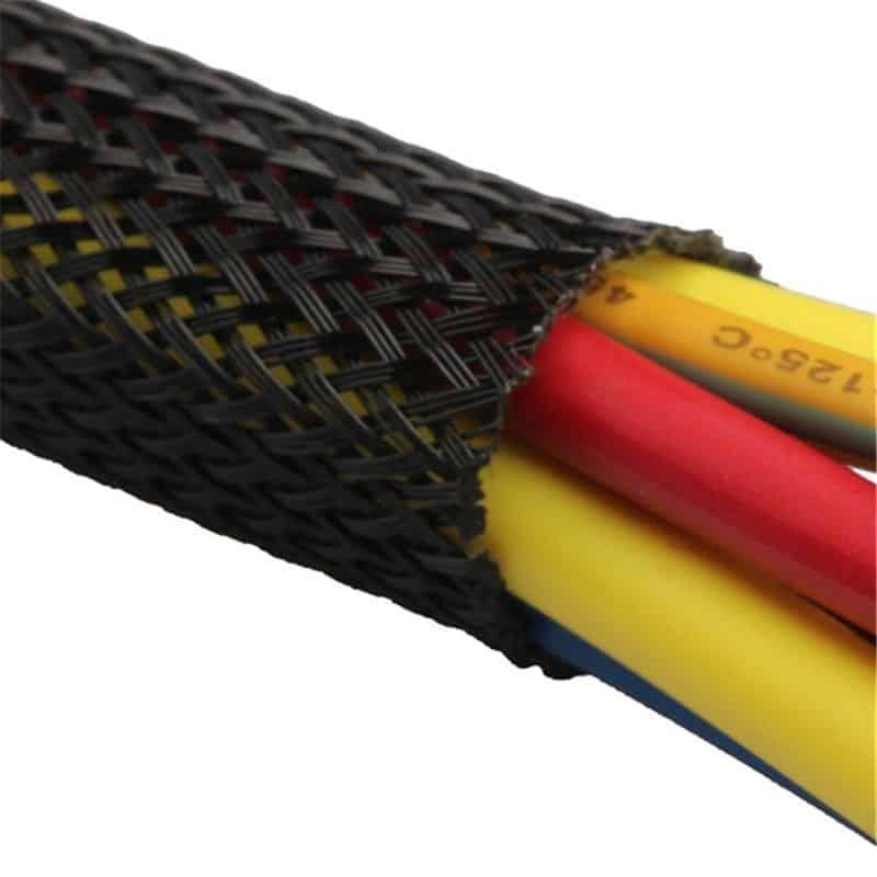 שרוול כיסוי איכותי במיוחד ומבודד חשמל להגנה על כבלים וחוטי חשמל, מתאים גם לסידור כבלים ומגיע וגדלים שונים.